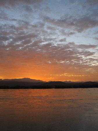 Norotshama River Resort: Sunset