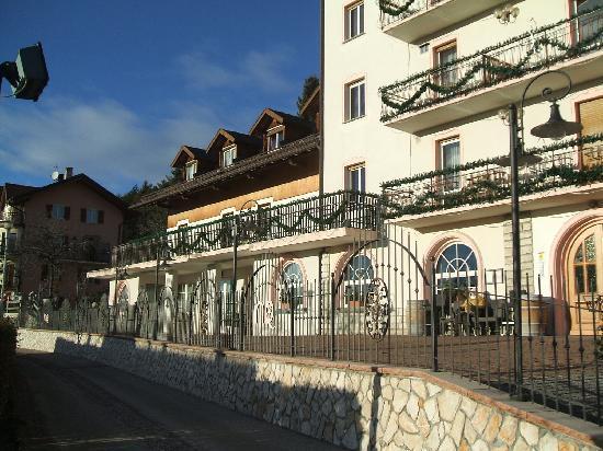 Hotel Rosalpina: vista da piazzale