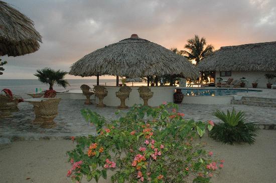 Almond Beach Resort: Tike Bar at dawn