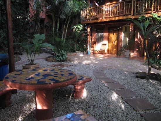 Tico Adventure Lodge: Courtyard