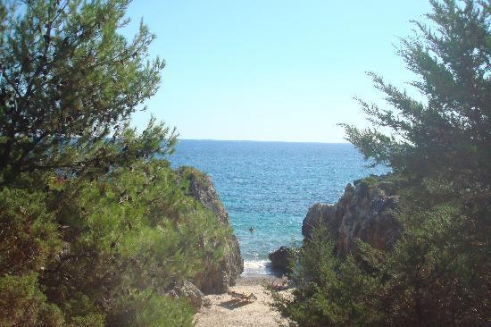 Villaggio La Perla: una delle cale che si possono trovare vicino alla spiaggia del villaggio
