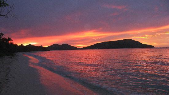 Blue Lagoon Beach Resort: Just one of the magnificent sunsets on Nacula Is.