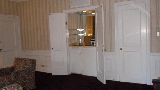 Bathroom picture of the drake hotel chicago tripadvisor for Wet bar in living room