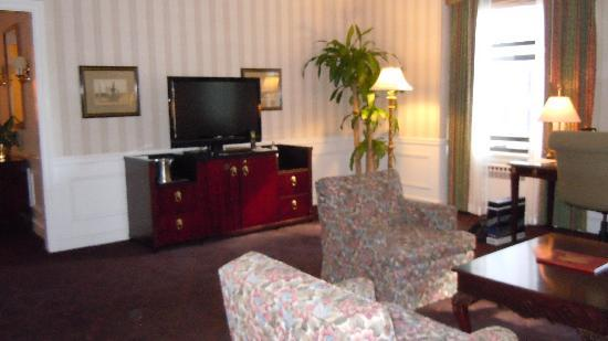 tv mini bar in living room picture of the drake a hilton hotel chicago tripadvisor. Black Bedroom Furniture Sets. Home Design Ideas