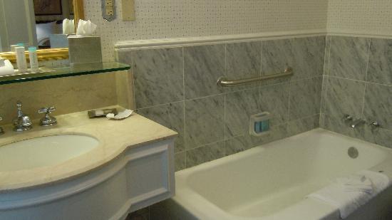 Bathroom picture of the drake hotel chicago tripadvisor for Drakes bathrooms