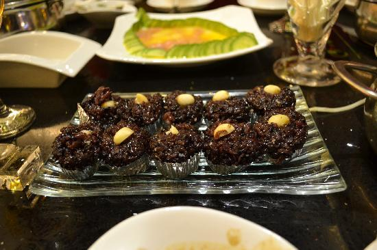 Qing YiSe Hotpot : Free Desserts!