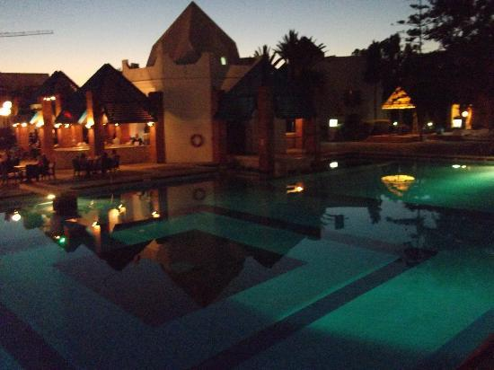 Caribbean Village Agador : main pool and oasis bar at night