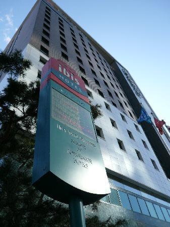 โรงแรมไอบิส แอมบาสซาเดอร์ โซล: POSCOビルの裏にあります