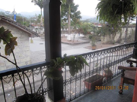 Hotel Camino Maya: Balcony