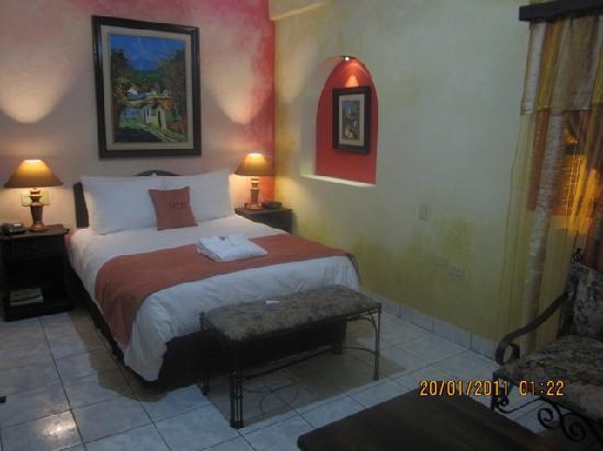 Hotel Camino Maya: room