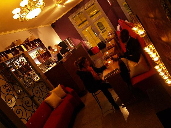 Maya Indian Restaurant: Great bar upstairs