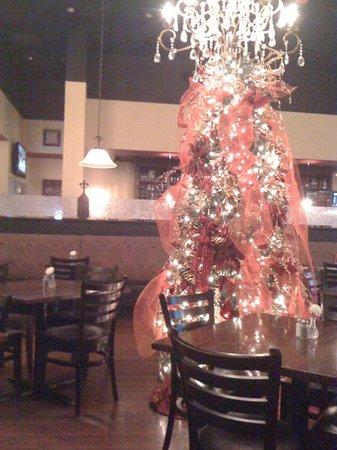 Saul Good Restaurant & Pub: Christmas tree during the holidays!