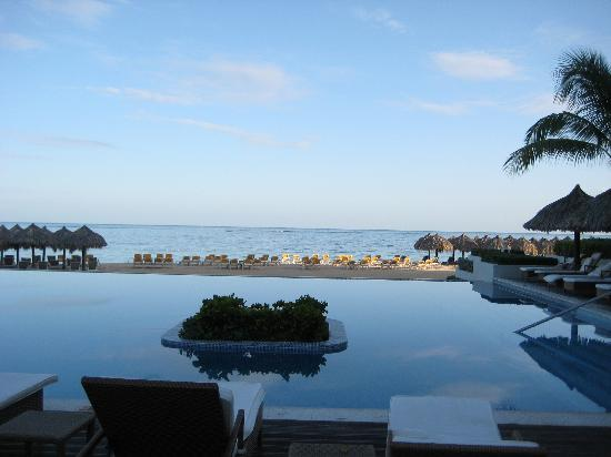 Iberostar Grand Hotel Rose Hall: Early AM at the infinity pool