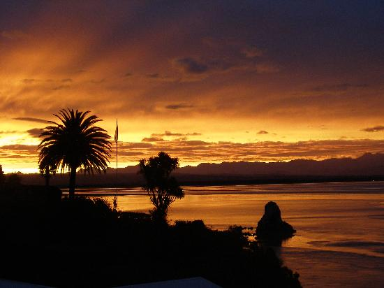Villa 10 Waterfront Apartments: Sunset in Nelson NZ