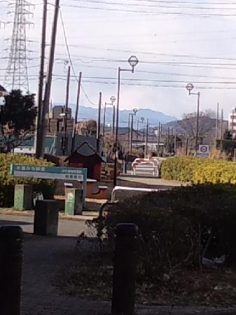 Yokohama Suidomichi Ryokudo: 原当麻駅合流地点あたりから、丹沢を望む