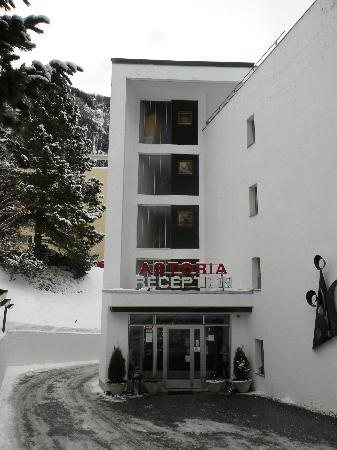 Hotel Astoria: Front Entrance