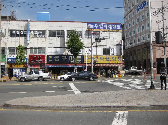 Toyoko Inn Busan Seomyeon: Hotel on right & Hardware store on left with Todai Seafood restaurant behind me