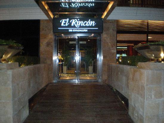 Restaurante El Rincon de Guadalpin: The elegant entrance.