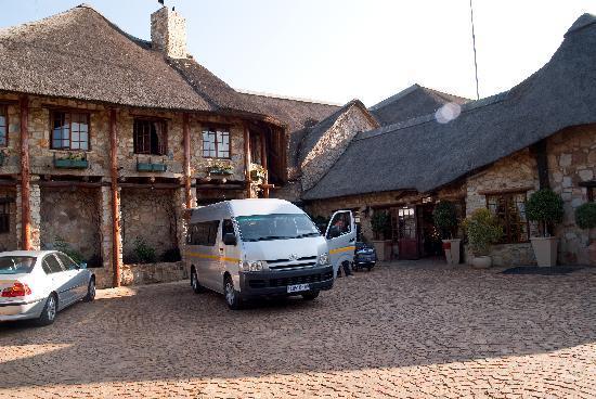 The Farm Inn: Main building entrance