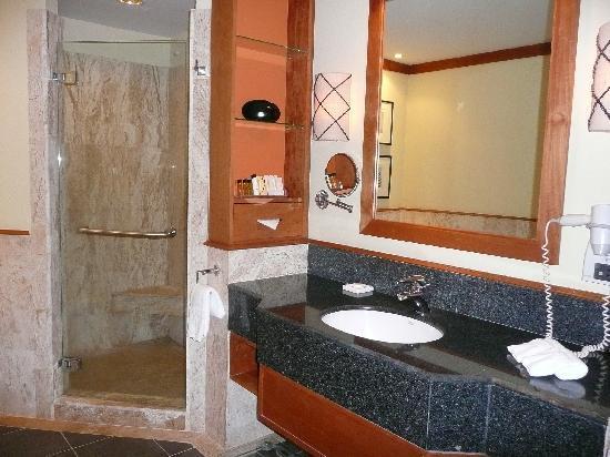 The Emerald Cove Koh Chang : salle de bain ouvrant sur la chambre