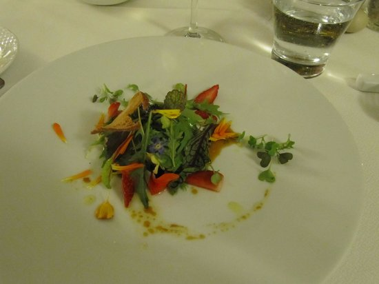 Casa Libe: Salat mit blüten und Foie Gras