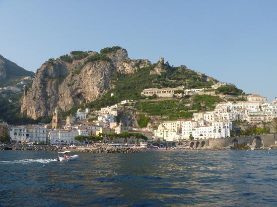 Amalfi, Italia: 船からアマルフィ