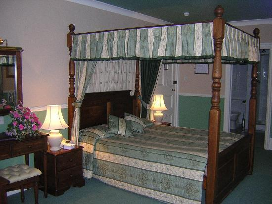Falcon Hotel: Four Poster Bedroom