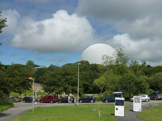 Planetarium de Bretagne: Blick vom Planetarium auf das Radom