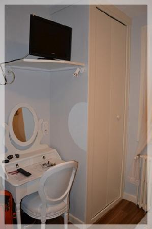 Hotel Alesia : chambre 15 - coin bureau
