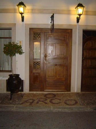 O Arco: The entrance to a fantastic meal and good wine