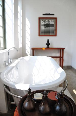 Hotel Amantaka: Suite 15 - bathtub (we never used it!)