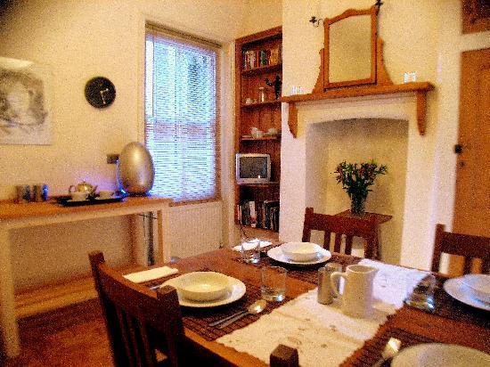 John and Norma's Homestay B&B: Breakfast Room