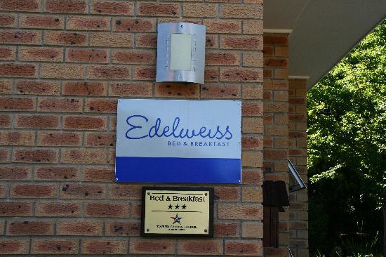 Edelweiss Bed & Breakfast: Der Eingang
