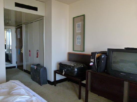 Hilton Addis Ababa: Eingangsberich Zimmer