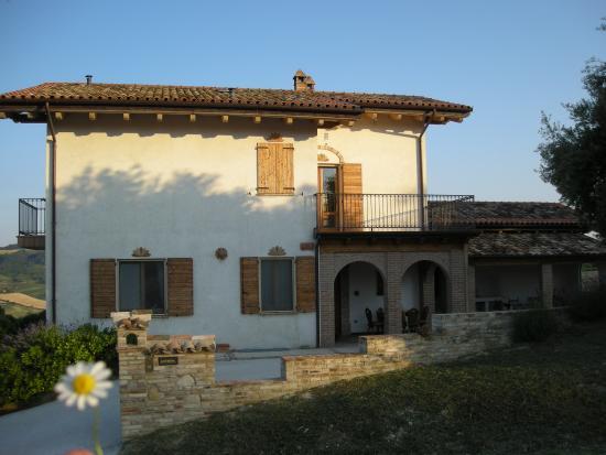 Monte Rinaldo, Italy: Trattasi del lato nord della casa dove ci sono i porticati