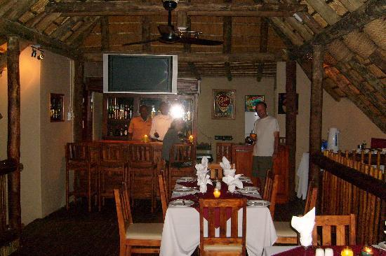 Sabie River Bush Lodge: Restaurant under thatch
