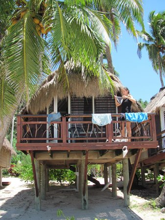 Paradise Cove Lodges: Bungalow von forne