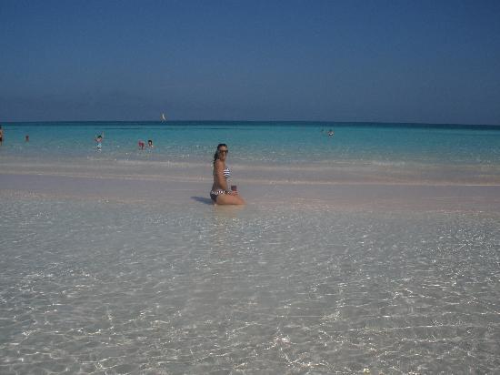 TRYP Cayo Coco: eau peu profonde magnifique!!!