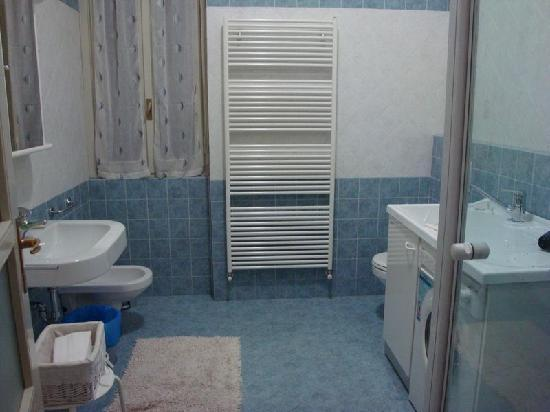 Dolci Bed and Breakfast: Bathroom