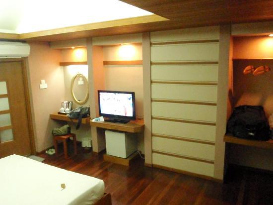 Mingalar Garden Resort: Bedroom (with flat tv)