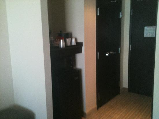 Holiday Inn Airport & Fair/Expo Center: fridge, microwave, coffee maker