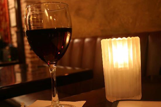 Friar Tuck's Restaurant & Bar: Pinot Noir at Friar Tuck's Bar