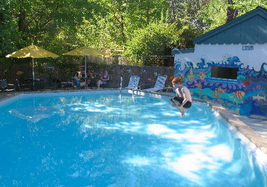 Outside Inn pool