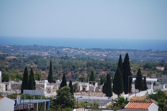 Loule Jardim Hotel: View from room balcony towards sea.