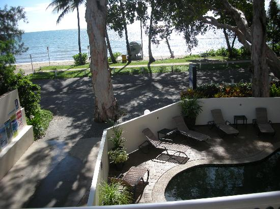 Marlin Waters Beachfront Apartments: View from our balcony