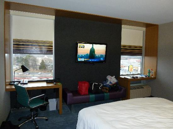 aloft Winchester: room