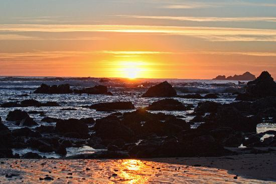 The Compass Rose Bed and Breakfast: Breathtaking sunsets just a short walk away