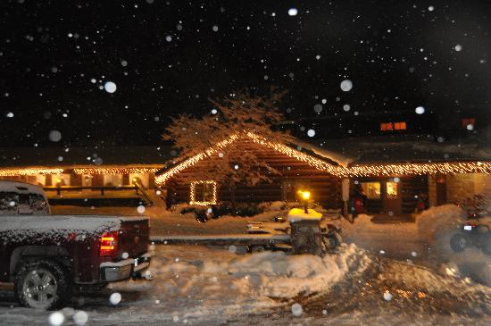 Ridin-Hy Ranch Resort: NIGHT SNOW
