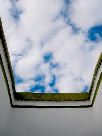 Lost in Marrakech : blue sky with white clouds