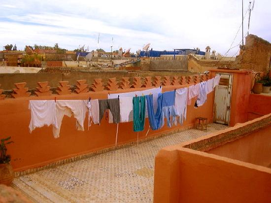 Lost in Marrakech : Laundry from the roof top